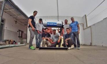 Estudiantes del CFP Nº 403 instalaron un termo solar en el jardín Negrito Manuel