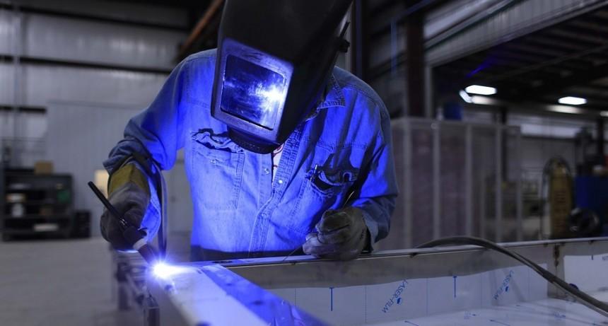 Metalúrgicos esperan homologación de acuerdo paritario