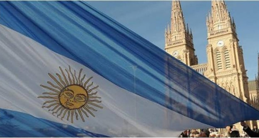 Acto por el Día de la Bandera en Plaza Belgrano