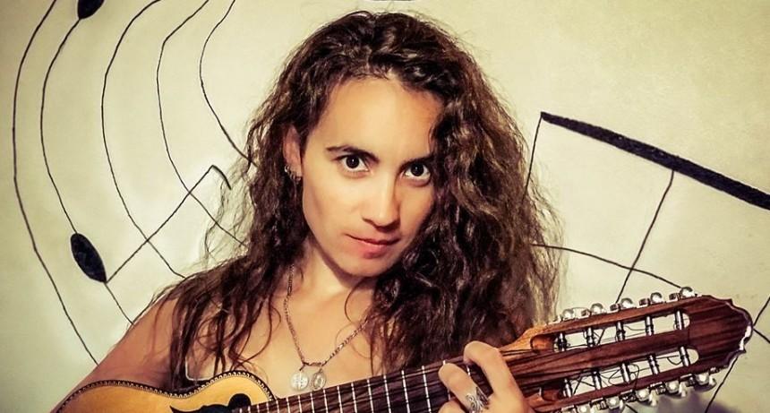 Florencia Dedieus sigue recorriendo el país con el folklore