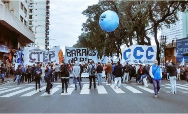 Movilizan de San Cayetano a Plaza de Mayo