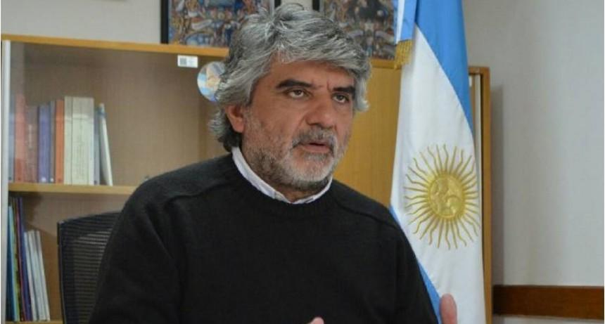 """""""Tenemos dos jefes de Estado, uno es un oligarca y el otro es Francisco"""""""