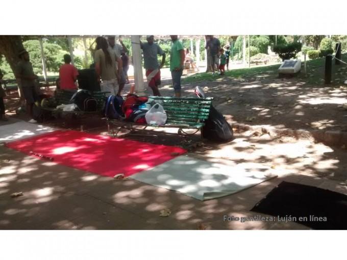 Los artesanos de la Plaza Colón van por la autorización para evitar el desalojo