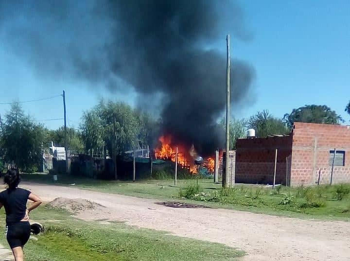 """Incendio en Luppi y Pasteur: """"No nos quedó nada"""""""