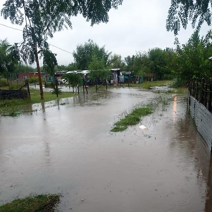 Evacuados ante la crecida del Arroyo Lanusse