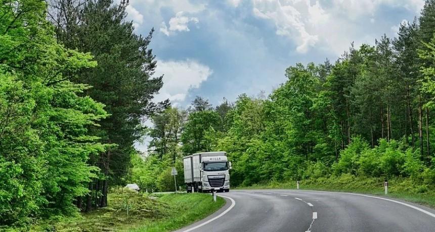 Camioneros siguen trabajando para asegurar el abastecimiento
