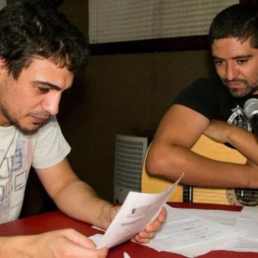 Agustín y Omar revisando el lenguaje criollo actual