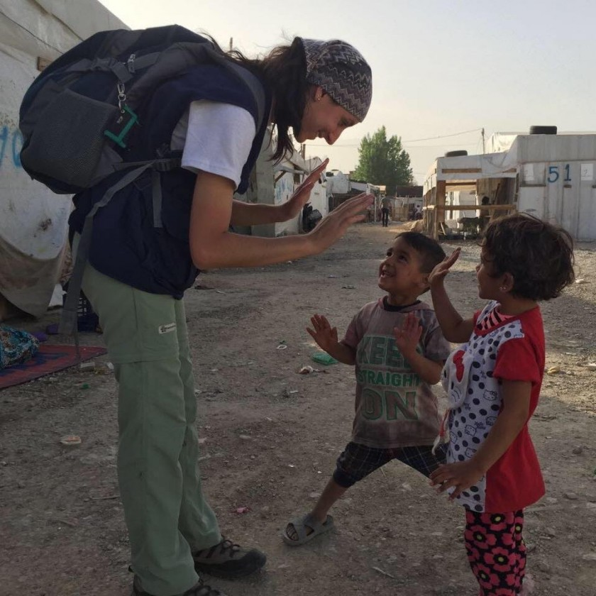 Una lujanense voluntaria en Cascos Blancos