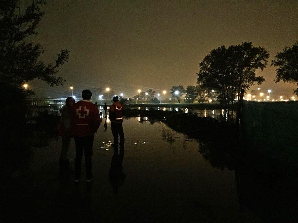Inundación: Cruz Roja trabaja en Luján