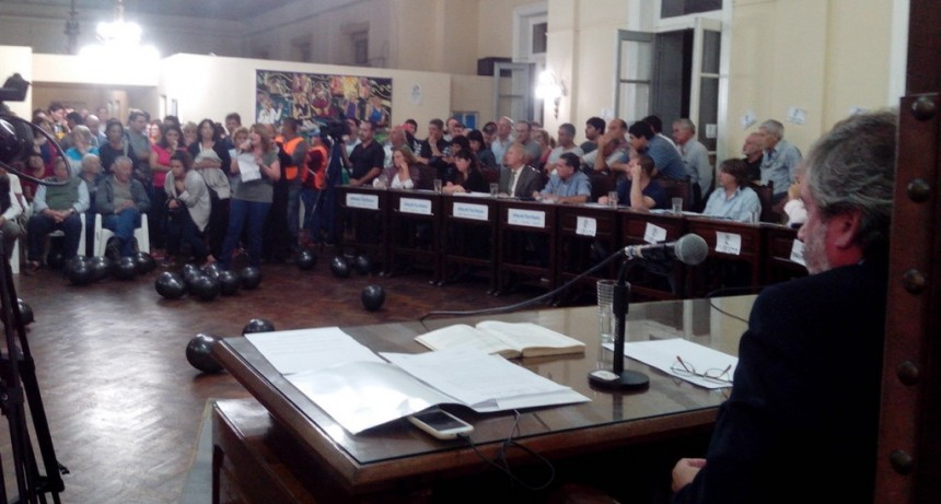Ediles y vecinos reclamaron la presencia del intendente