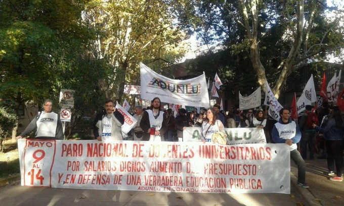 Multitudinaria movilización por la educación pública