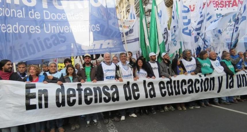 Paro y movilización de docentes universitarios