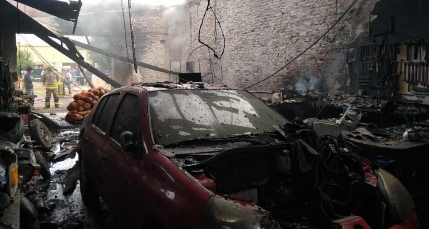Un incendio ocasionó pérdidas totales en una gomería