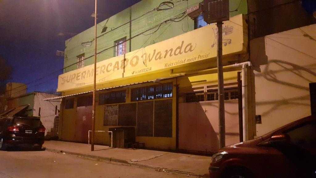 Hallan a una mujer sin vida en el edificio de un supermercado chino