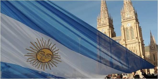 Acto por el Día de la Bandera en la Plaza Belgrano