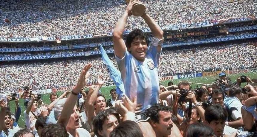 Vuelta Olímpica con Maradona