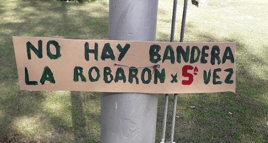 Denuncian vandalismo en la Plaza Colón