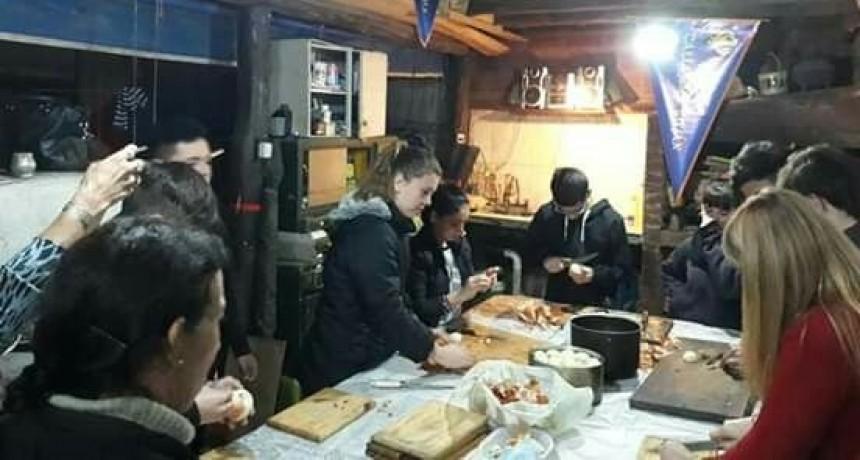 Preparan comida caliente para personas en situación de calle
