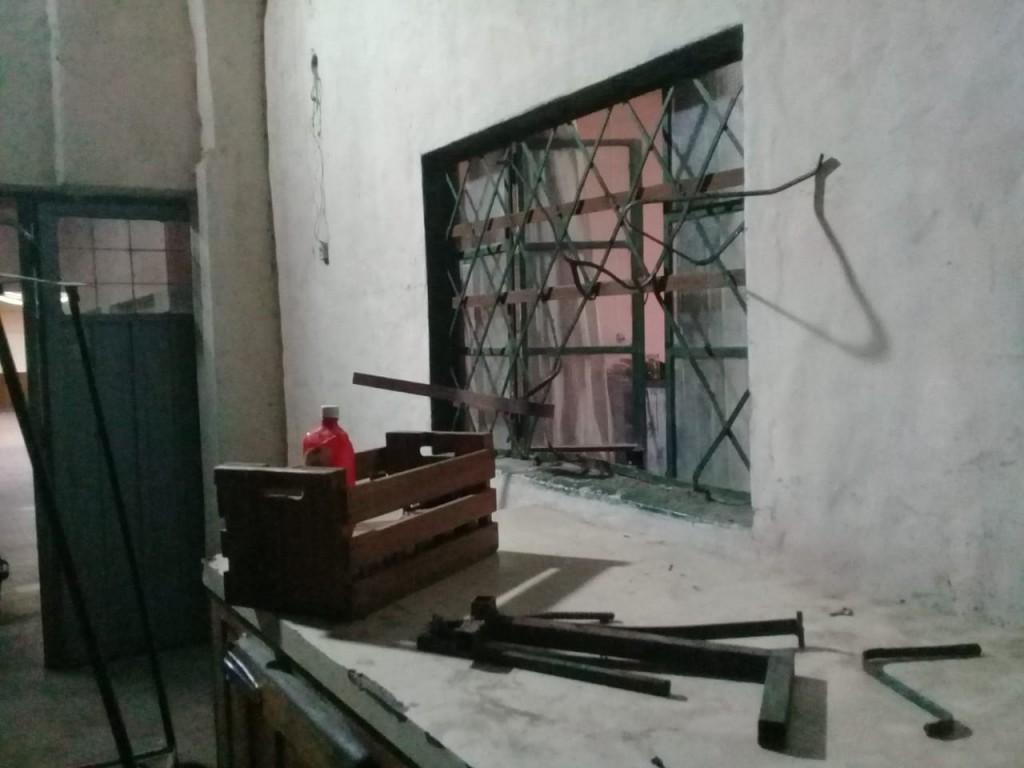 """Rompieron la ventana y revolvieron todo"""