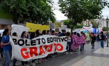 Vidal realizó anuncios sobre el Boleto Educativo pero deja afuera a los universitarios.