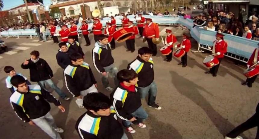 Por el Día de la Independencia desfilan en Jáuregui