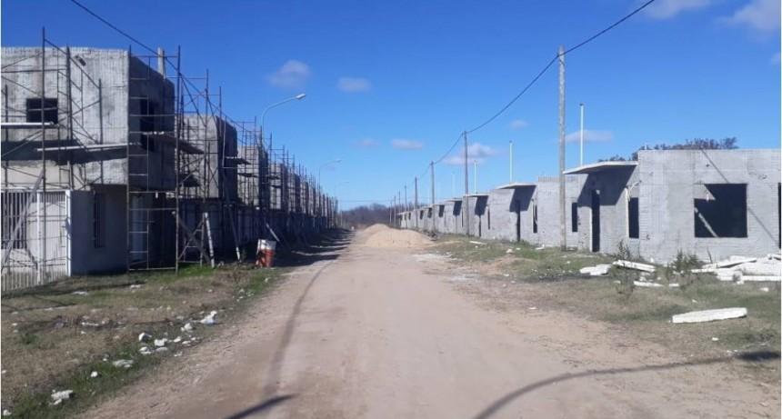 Sin respuestas, los vecinos siguen reclamando avances en la casas del Santa Marta