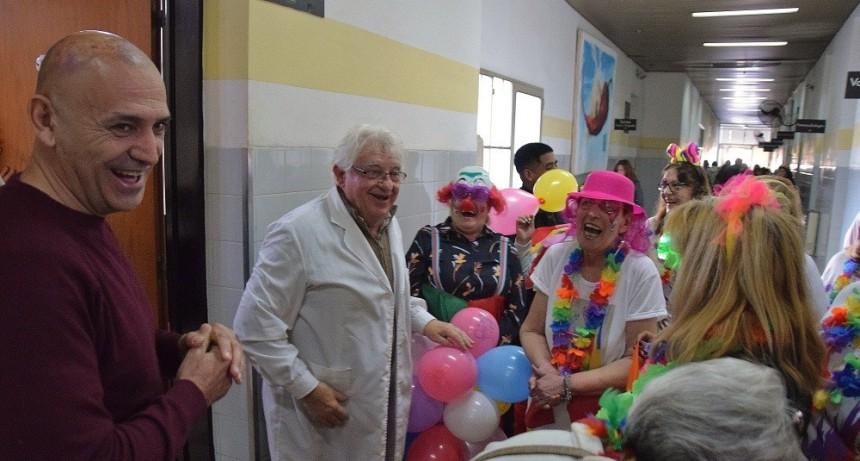 Abuelos regalaron juguetes en el Hospital