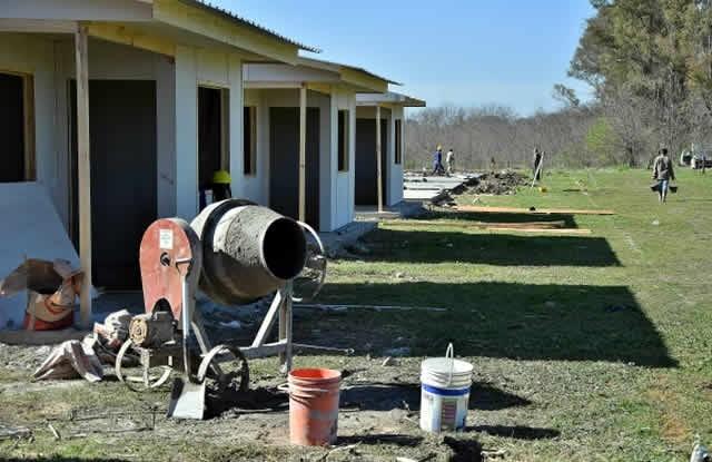 Comienzan a revestir las 30 viviendas en el Barrio Santa Marta