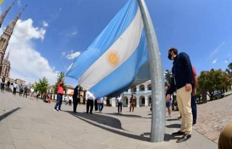 Celebraciones por el Bicentenario del primer Izamiento de la Bandera Argentina en Malvinas