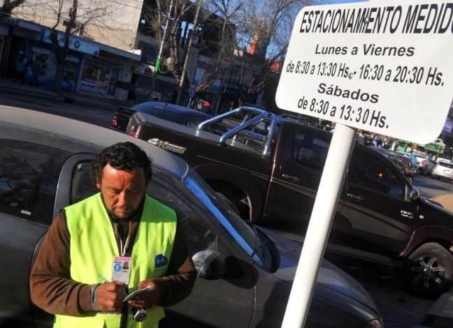 Estacionamiento medido y discutido